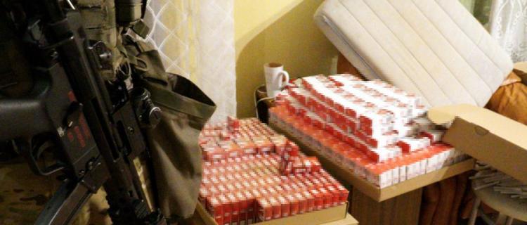 Nielegalna fabryka papierosów pod Legionowem zlikwidowana, zatrzymano osiem osób.