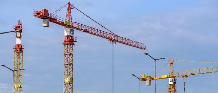 Czy warto wypożyczać maszyny budowlane?