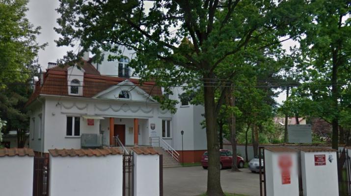 Budynek MOK przy Targowej w Legionowie czeka na wykonawcę. Ogłoszono przetarg na remont elewacji.
